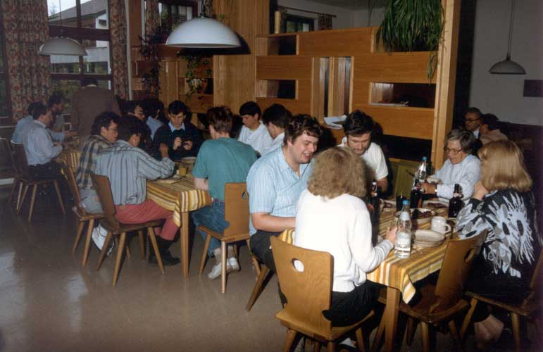 Lunch at the IMC in 1990, at the table right we see Gabi Koschny (back), Mark Vints, Ghislain Plesier, Hélène Hedreul and Evelyne Blomme (credit Casper ter Kuile).