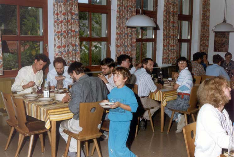 Lunch at the IMC in 1990. At the table left we see Bruno Wagner, Johannes Gütter, Roland Egger and Immo Holvan. The second table, Paul Roggemans, Jürgen Rendtel and Ina Rendtel. At right in front Gabi Koschny (credit Casper ter Kuile).