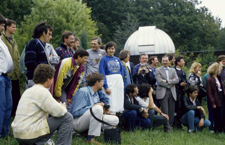 From left to right Peter Wright, Bruno Wagner, someone hidden, Miguel Yuste, Raul Sayalero, Detlef Koschny (seated), Werner Hasubick, Michael Nolle, Jörg Koschny (bending forward), Detlef Spötter (seated), Dieter Heinlein, someone hidden, Gabriele Marxer, Irmgard Schmidt, someone hidden, André Knöfel (seated), Jan Lanzing (seated), Hélène Hedreul (photographing), György Horvath, Pierre Bader, Chris Steyaert, Ivo Dielen, Paul Roggemans, Janko Richter (seated), Evelyne Blomme, Malcolm Currie (hidden), Gabi Koschny and Bernhard Koch (credit Axel Haas).