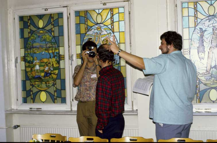From l.to r. Marc de Lignie making a photo of Casper ter Kuile and Mark Vints (credit Axel Haas).