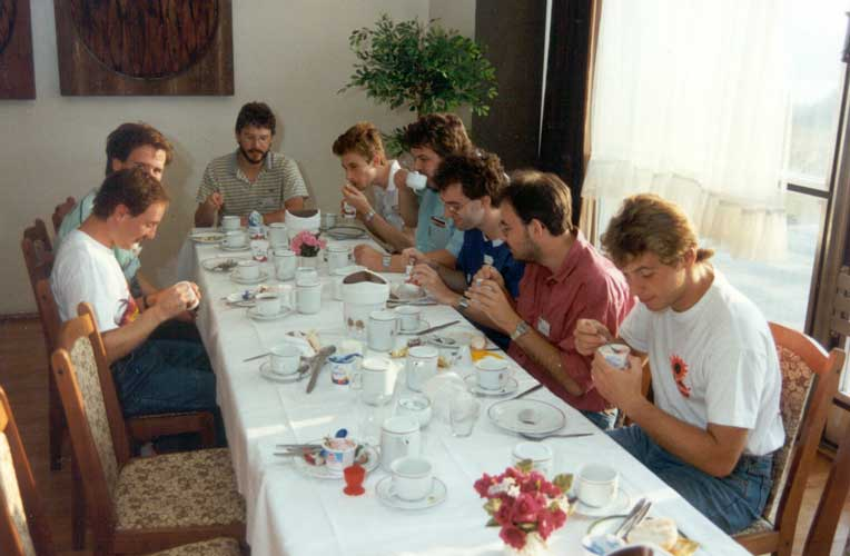 Lunch at the 1991 IMC, from l. to r. Pierre Bader, Ragnar Bödefeld, Roland Egger, Roland Winkler, Mark Vints, ??, Siegfried Stapf and Stefan Ströbele (credit Casper ter Kuile).