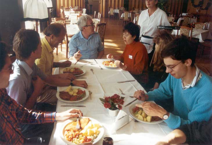 Lunch at the 1991 IMC, from l. to r. ??, Ralf Koschack, Genadij Andreev, Oleg Bel'kovich, Alexandra Terentjev, a waitress, Kathrin Düber and ?? (credit Casper ter Kuile).
