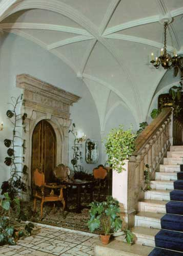 The entrance hall of the castle (credit unknown photographer).