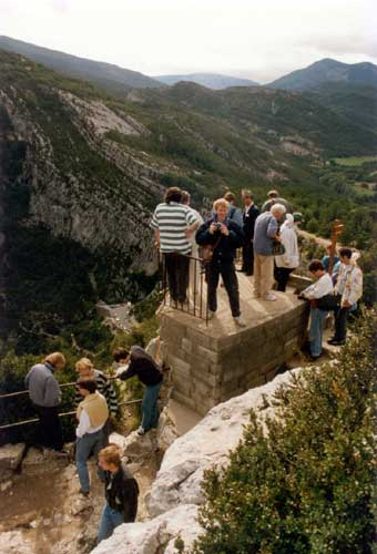 IMC participants at a panoramic view point of the Canyon du Verdon (credit Casper ter Kuile).