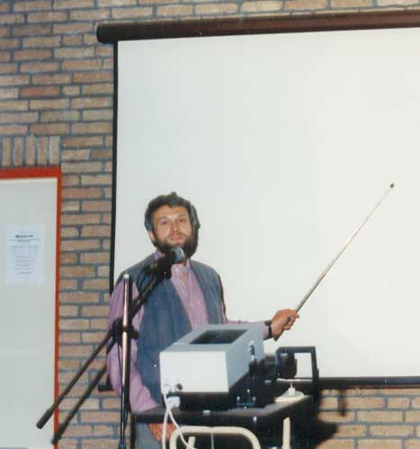 Chris Trayner presenting: 'Automatic Detection of Meteors from CCD Images' (credit Urijan Poerink).