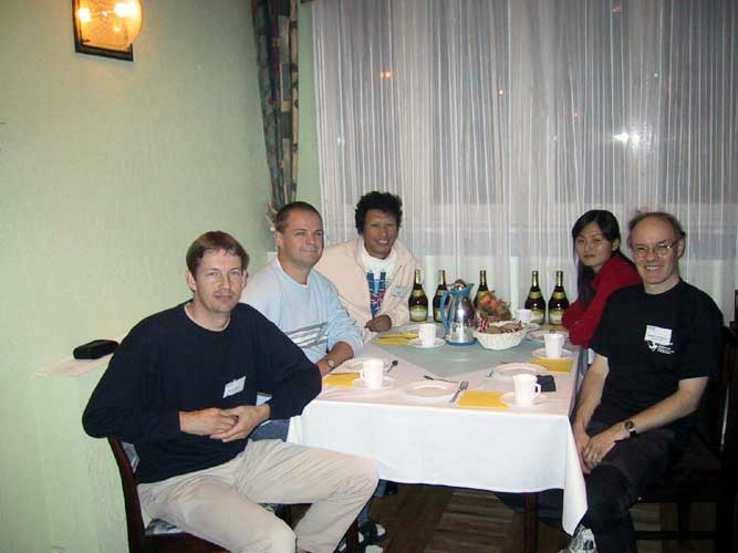 Lunch at the 2002 IMC, Jos Nijland, Arnold Tukkers, Jin Zhu, Min Guan and Casper ter Kuile (credit Casper ter Kuile).