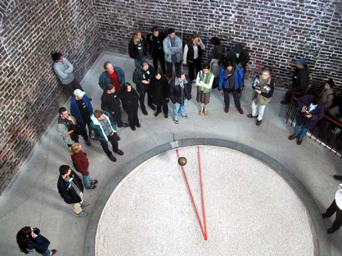 During the excursion, the pendule of Foucault (credit Casper ter Kuile).