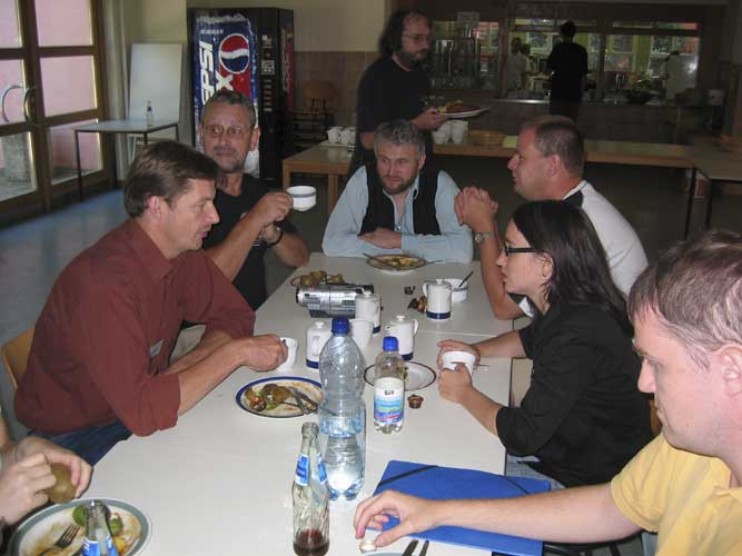 Lunch at the 2003 IMC, from l.to r. Jos Nijland, Henry Hendriks, Chris Trayner, Arnold Tukkers, Urska Pajer and ?? (credit Casper ter Kuile).