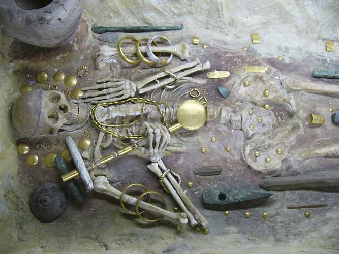 7000-yr-old gold treasure (credit Rainer Arlt).