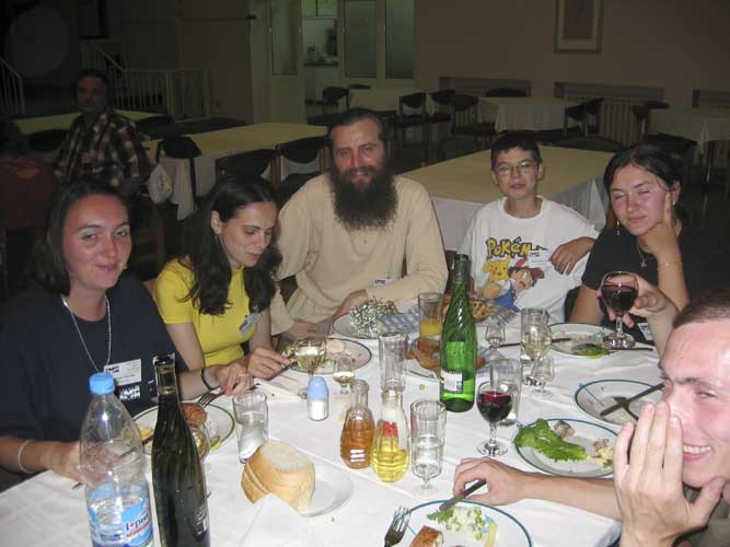 Lunch at the IMC from l.to r. Adriana Nicolae, Diana Maria Ogescu, Valentin Grigore, ??, Diana-Larisa Tampu and Sergey Dubrowski (credit Casper ter Kuile).