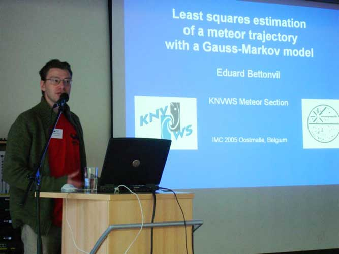 Eduard Bettonvil presenting 'Least-squares estimation of a meteor trajectory with a Gauss-Markov model' (credit Jos Nijland).