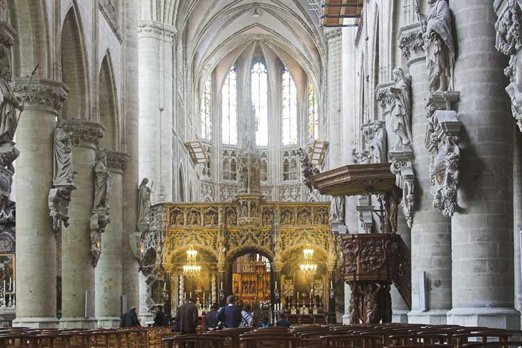 Inside the church we discover an impressive gothic piece of art work (credit Rainer Arlt).