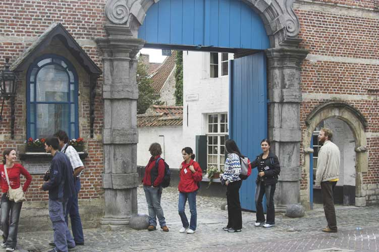 At the entrance of the beguinage (credit Rainer Arlt).