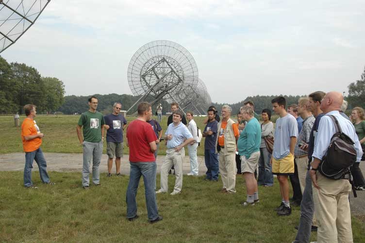 Listening at the explanation about the giant telescopes (credit Urijan Poerink).