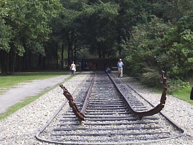 The the dead-end railway of the former prisonners camp (credit Adriana Nicolae).