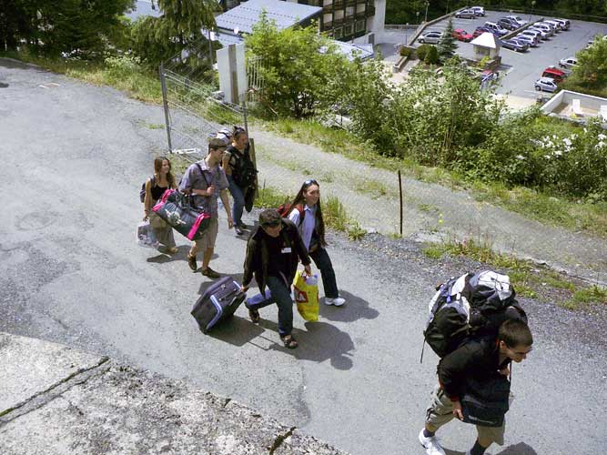 Arrival of the participants on 7 June afternoon, after a steep climb from the bus stop to l'Hospitalet, from l.to r. Desislava Zhivkova, Zhelyo Zhelev, Galina Gospodinova, Paul Roggemans helps with luggage, Adriana Nicolae and Nikolay Kolov (credit Detlef Koschny).