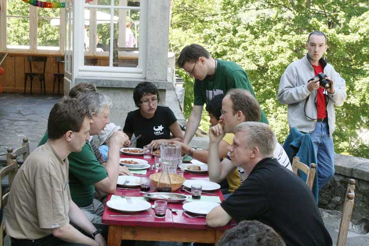 The good weather allowed to enjoy lunch in open air Friday noon. From l.to r. around the table: Roland Winkler, Geoffrey Grayer, Dragana Okolic, Eduard Bettonvil, Vanda Tarigan, Andreas Buchmann, Mirko Nitschke and Tom Roelandts in the background (credit Luc Bastiaens).