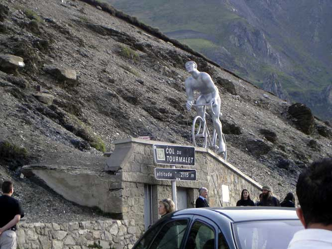 Stop at Tourmalet: world famous for cyclists (credit Lucie Maquet).