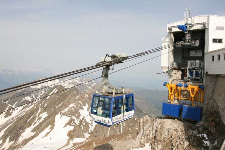 The cable car station at Pic du Midi observatory (credit Luc Bastiaens).