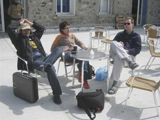 Relaxing at Pic du Midi: Valentin Velkov, Dragana Okolic and Peter Brown (credit Casper ter Kuile).