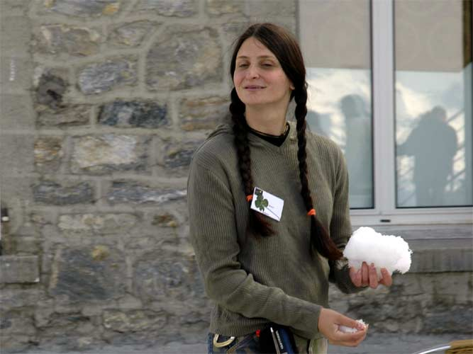 Katya Koleva looking for fellows to test the dirty snowball theory (credit Jean-Marc Wislez).