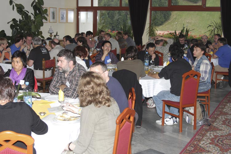 Lunch Friday noon: from left to right Vanda Tarigan, Frans Loewiessen, Tom Roelandts (partly hidden) and Nastassia Smeets (back) (credit Bernd Brinkmann).