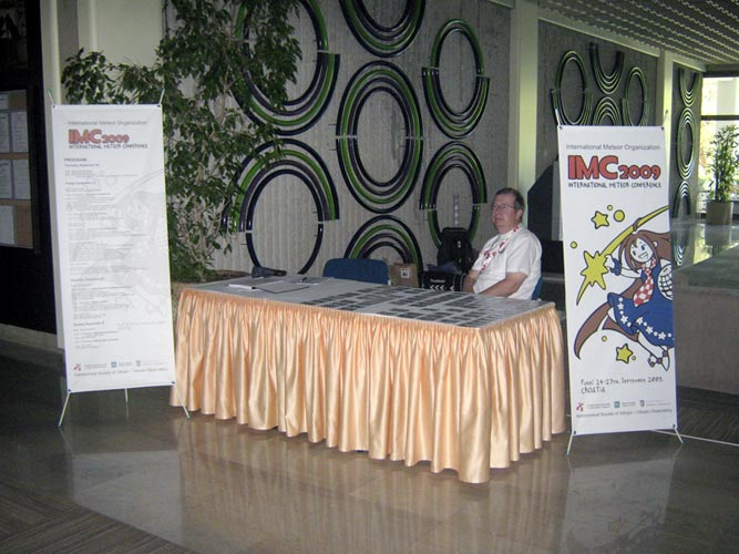 Željko Andreić at the IMC-reception desk (credit Željko Andreić).