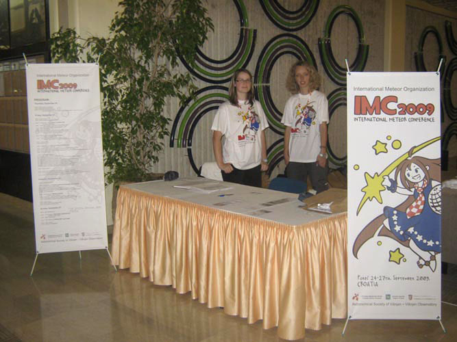 Jasmina Šestan and Ana Galant at the IMC-reception desk (credit Željko Andreić).