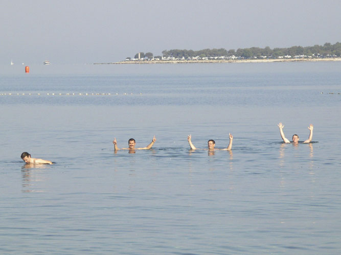 Swimming parties in the Adriatic Sea, from l.to r. in the water: Matej Korec, Jaroslav Gerbos, Juraj Skvarka and Stanislav Kaniansky (credit Miroslav Znášik).