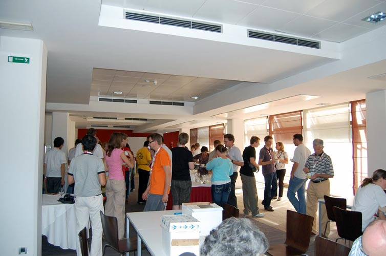 The coffee break is an excellent moment for informal chat (credit Gabriela Sasu).