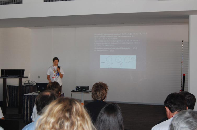 Natalia Barri presenting 'Interaction of meteoroid's fragments in the Earth atmosphere' (credit Gabriela Sasu).