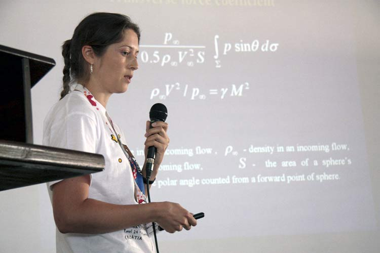 Natalia Barri presenting 'Interaction of meteoroid's fragments in the Earth atmosphere' (credit Korado Korlević).