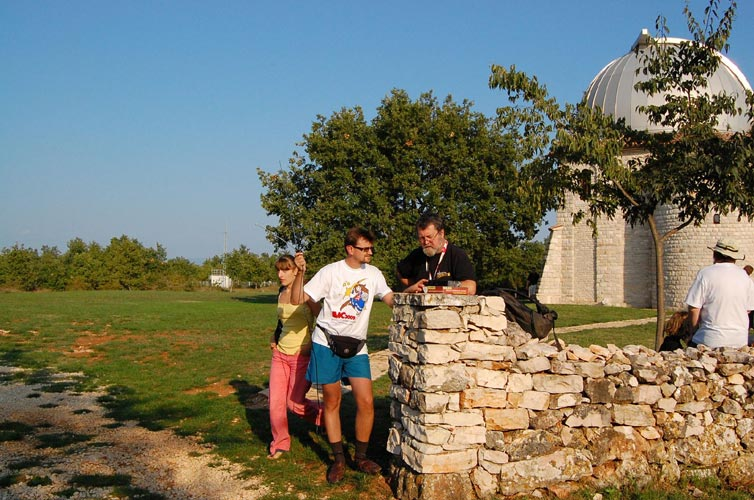 Stela Frencheva and two radio observers at work: Cezar Lesanu and Jean-Louis Rault (credit Gabriela Sasu).