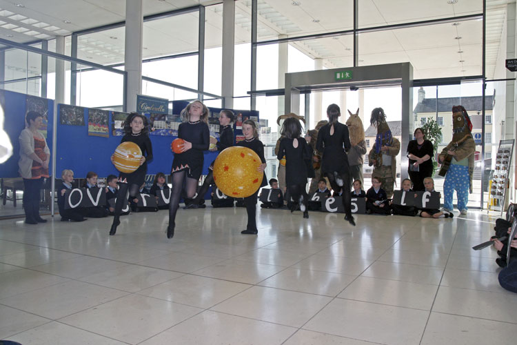 OASES performance by local children and the Armagh Rhymers, Irish dance on solar system scale (credit Thomas Grau).