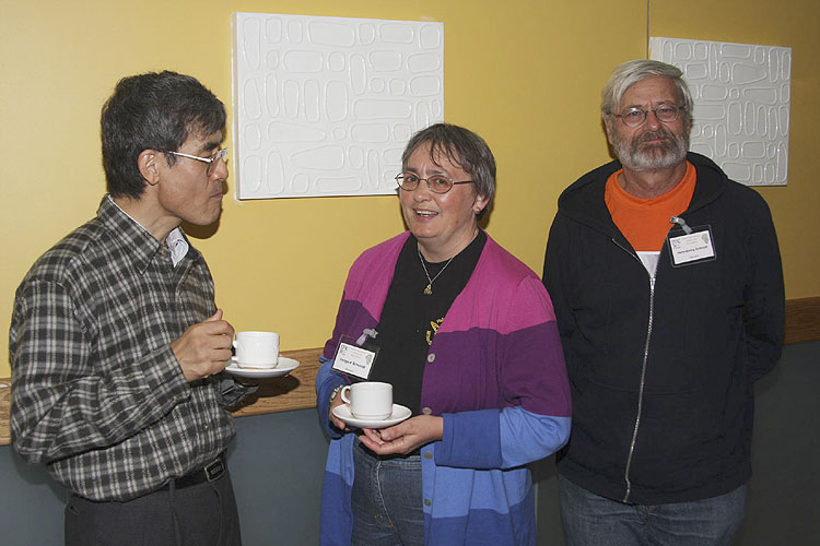 Coffee break Friday afternoon, Nagatoshi Nogami, Irmgard Schmidt and Hans-Georg Schmidt (credit Bernd Brinkmann).