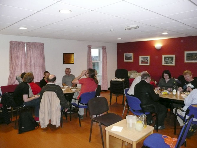 Dinner Friday evening in the Youth Hostel (credit Paul Roggemans).