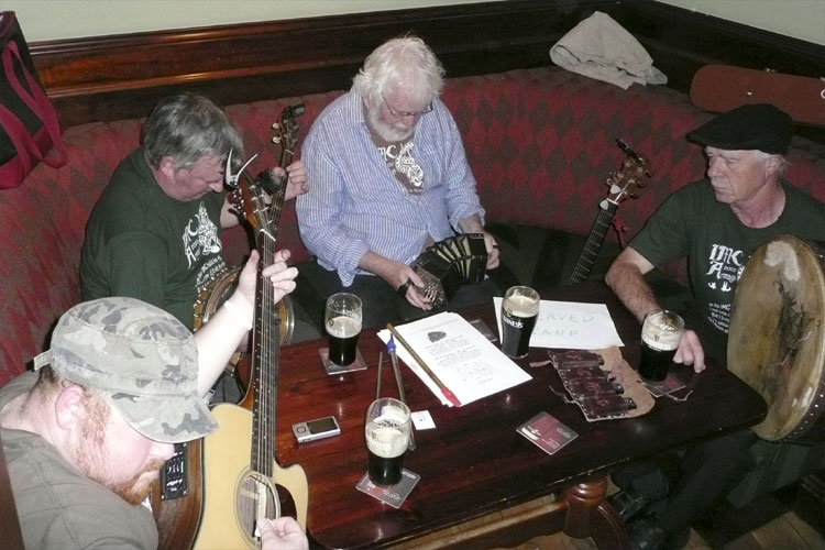 Social evening in the Turners Pub: the Armagh Rhymers (credit Paul Roggemans).