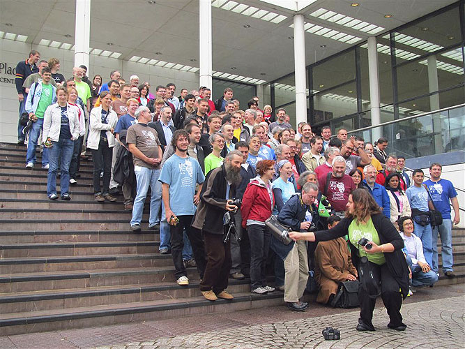 The group for the group photo seen from left (credit Casper ter Kuile).