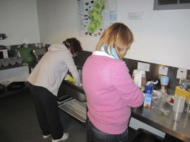 Sunday noon lunch: The Youth hostels require guests to run their own kitchen here, Galina Ryabova and Anna Kartashova at work (credit Geert Barentsen).