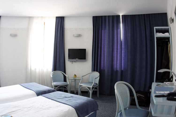 A hotel room for IMC participants at Hotel Continental Forum (credit Bernd Brinkmann).