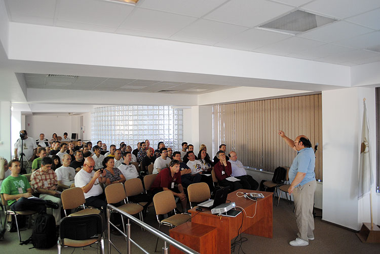Bill Cooke with the lecture 'The status of the NASA Fireball Network' (credit Andrei Matache).
