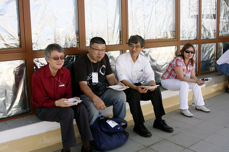 Friday noon lunch on the terrace of the Astra Library. From left to right David Asher, Tonomura Yasuhiro, Nagatoshi Nogami and Anna Kartashova (credit Bernd Brinkmann).