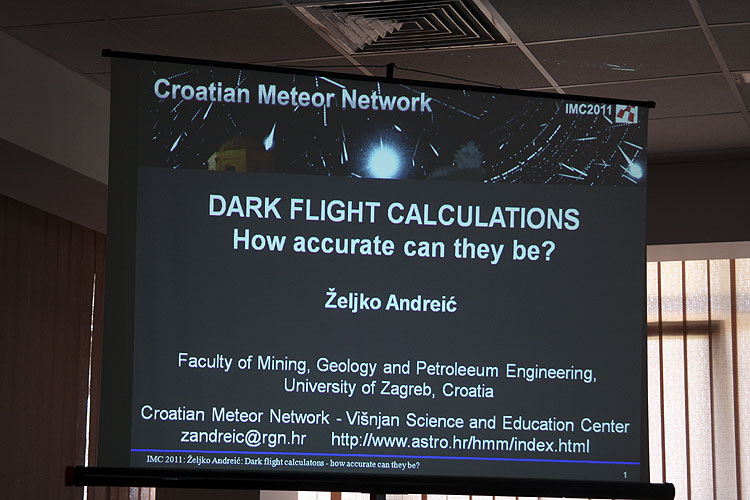 Zeljko Andreic with the lecture 'Dark flight calculations - how accurate can they be?' (credit Bernd Brinkmann).