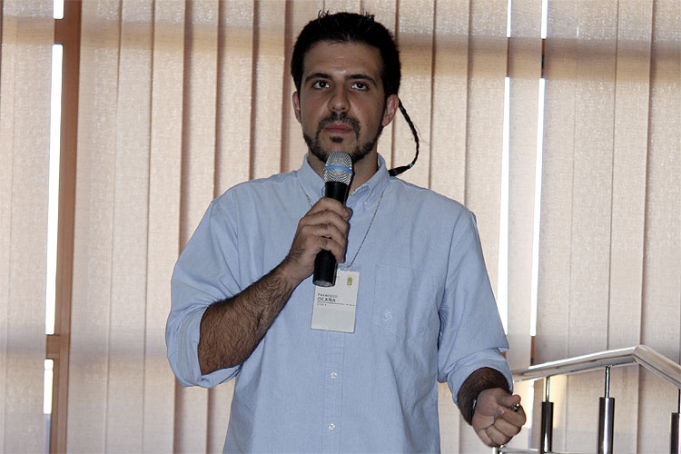 Francisco Ocaña with the lecture 'Narrow-band photometry of meteors' (credit Bernd Brinkmann).