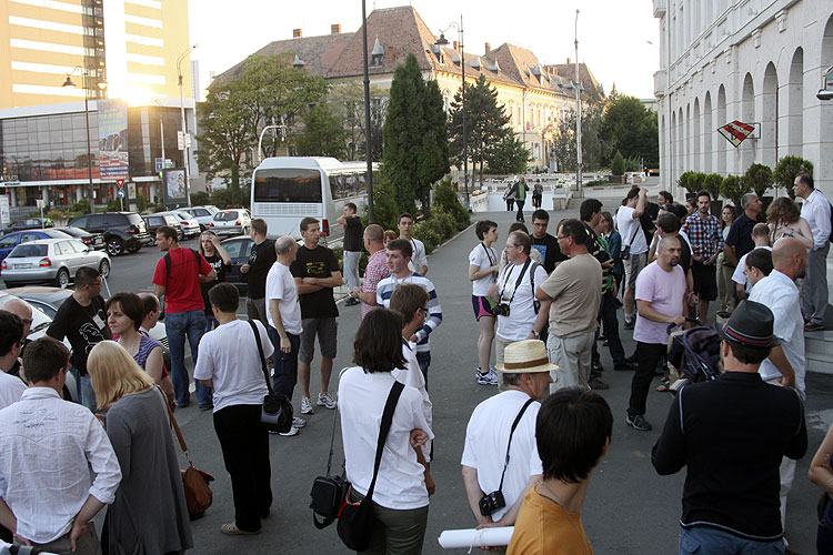 Gathering in front of the hotel for a walk in the historic city (credit Bernd Brinkmann).