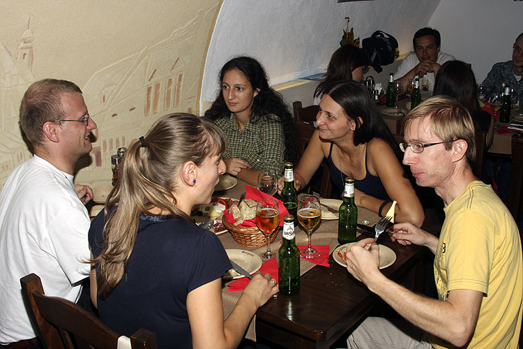 Friday evening traditional Romanian dinner in Sergiana Restaurant. From left to right Stijn Calders, Stela Arlt, Antoaneta Avramova, Katia Koleva and Rainer Arlt (credit Bernd Brinkmann).