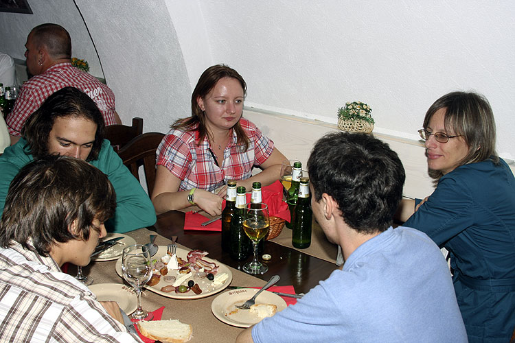 Friday evening traditional Romanian dinner in Sergiana Restaurant. From left to right Adam Kis, Barnabas Attila Lörincz, Anna Kartashova, Maxim Matvei (back) and Lidia Egorova (credit Bernd Brinkmann).