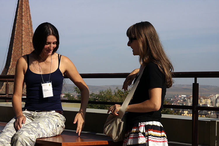 Saturday morning coffee break, Katia Koleva and Stela Arlt (credit Bernd Brinkmann).