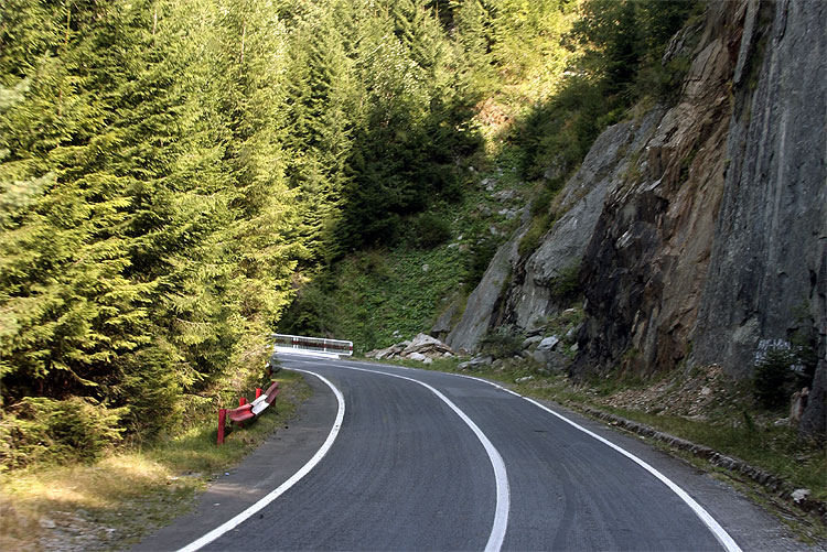 The Saturday afternoon excursion: once in the mountains, the road becomes more spectacular (credit Bernd Brinkmann).