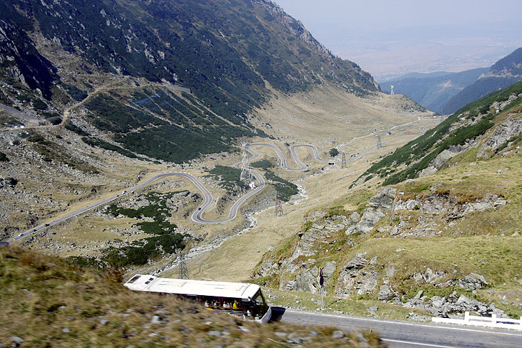 The Saturday afternoon excursion: The winding Transfagarasan highway and the second IMC coach following the first coach (credit Bernd Brinkmann).